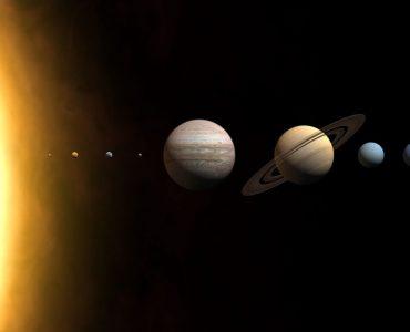 1 Imagem mostrando posições e nomes de planetas no Sistema Solar. Creative Commons
