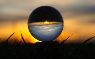 1 Esfera sobre plano. Pixabay
