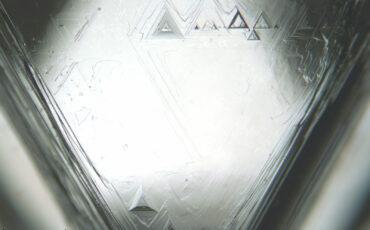 1 Face de um diamante em bruto. Creative Commons